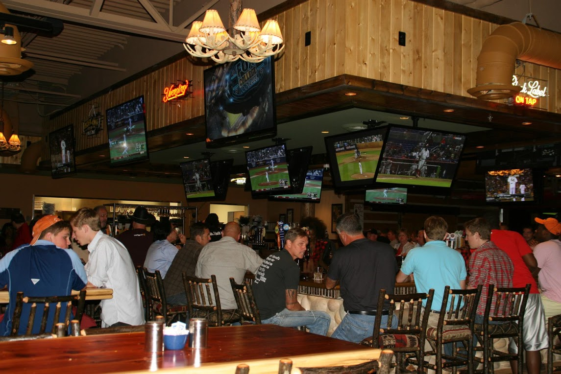 atlanta-commerical-led-flat-panel-tv-installed-bar-restaurant